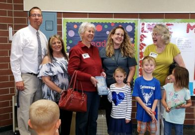 Fernley Republican Women present dictionaries to Cottonwood 3rd graders